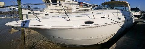 2002 Cruisers Yachts 4270 Express 2002 CRUISERS 4270 DOCKSIDE LOOKING AFT