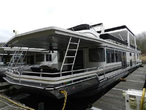 1999 Fantasy Houseboat 18'x85' Houseboat Port side