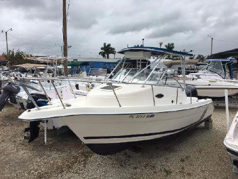 1998 Cobia Boats 240 Walkaround