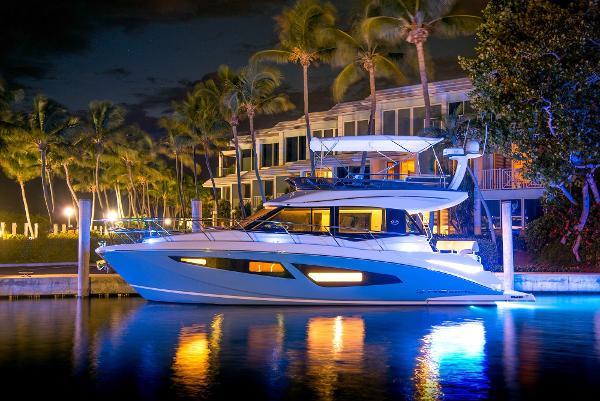 2017 Regal  42 Flybridge Sport Yacht