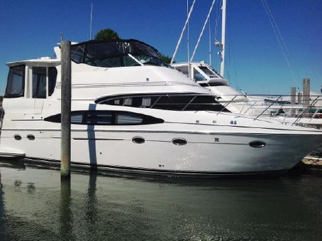 2002 Carver 466 Motor Yacht Starboard Bow