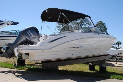 2016 Chaparral 230 Suncoast Bowrider 2016-CHAPARRAL-230-SUNCOAST-BOWRIDER-FOR-SALE-HULL