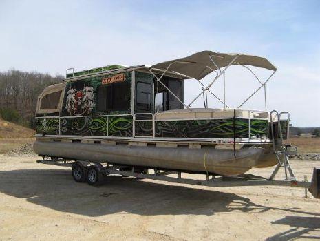 2001 Sun Tracker Party Cruiser 32 I/O