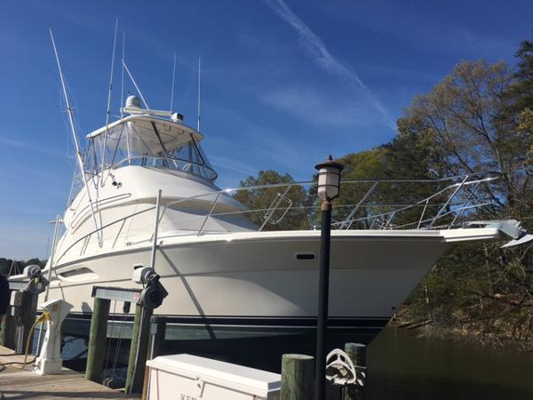 2008 Riviera 37 Flybridge Riviera 37 Flybridge on Lift