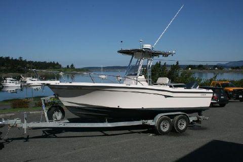 2001 Grady-White 222 Fisherman Profile