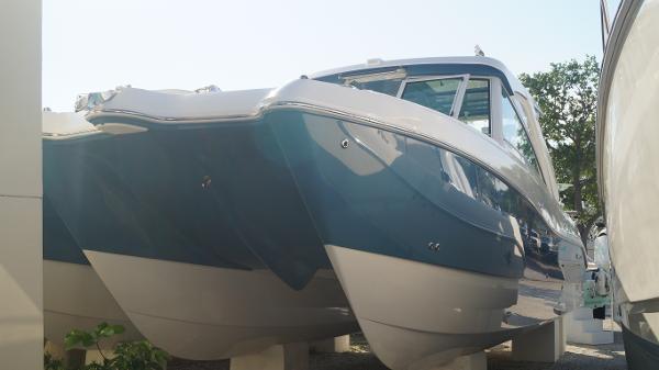 New 2019 WORLD CAT 320 DC, Sarasota, Fl - 34243 - Boat Trader