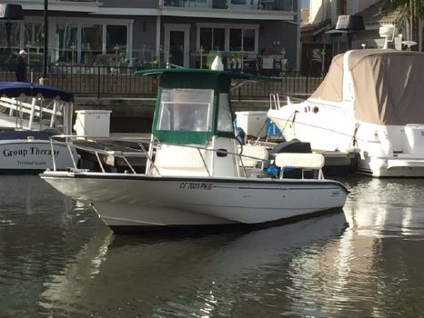 2000 Boston Whaler 220 Dauntless