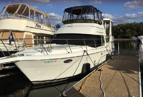 2001 Carver 356 Aft Cabin Motoryacht Way2Much 2001 Carver 356 Ext Fwd Port Profile 2.jpeg