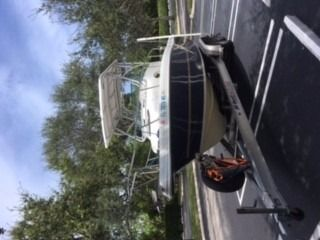 2003 Caravelle Boats 230 Walk Around Outboard