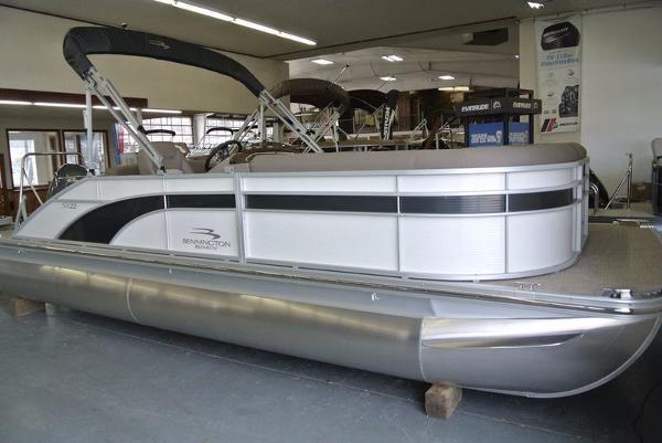 Car Rentals In Muskegon Mi ... Swingback   24 foot 2017 Bennington Boat in Muskegon MI   4429537251