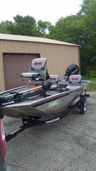 2011 Bass Tracker Pro Angler V-16