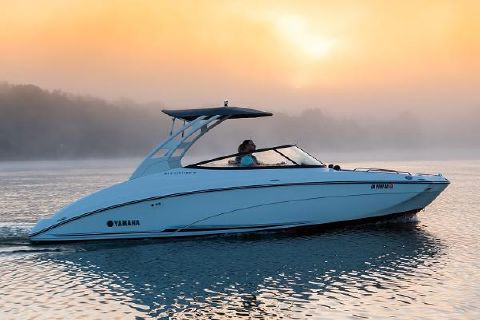 2019 Yamaha Boats 242 Limited S Manufacturer Provided Image