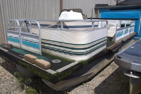 1984 Starcraft 20' Work Boat