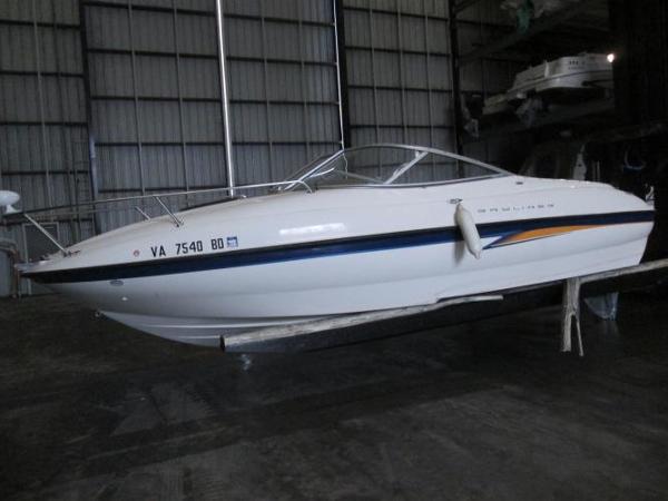 2004 Bayliner 212 Cuddy Cabin