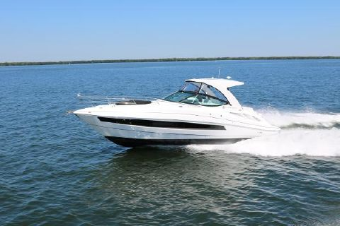 2016 Cruisers Yachts 35 Express Profile
