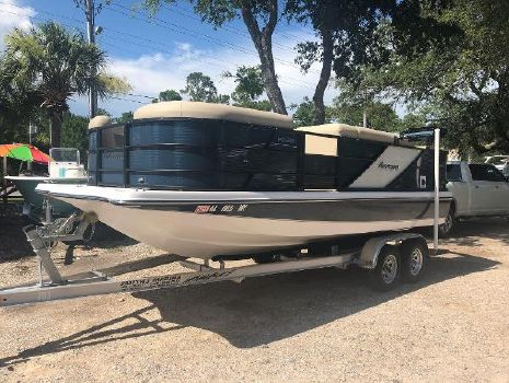 2017 HURRICANE FunDeck 216 RE 30B