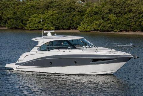 2016 Cruisers Yachts 410 Cantius Profile