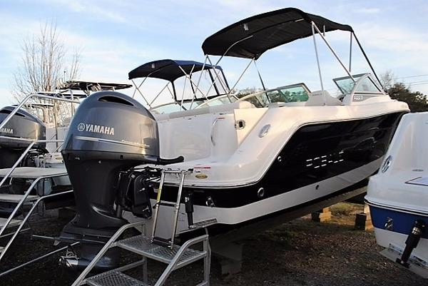 2017 Robalo 227 Dual Console Bowrider 2017-Robalo-227-Dual-Console-Boat-For-Sale