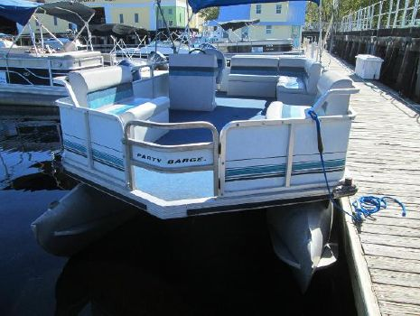 1995 Sun Tracker Party Barge 21