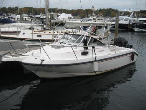 1998 Boston Whaler 235 Conquest