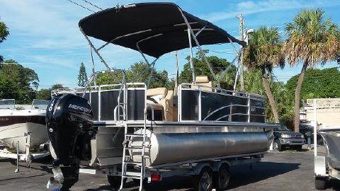 2014 Harris Flotebote 220 SUPER SUNLINER TRI TOON!