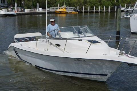 2000 Cobia Boats 260 Walk Around with Twin Yamaha