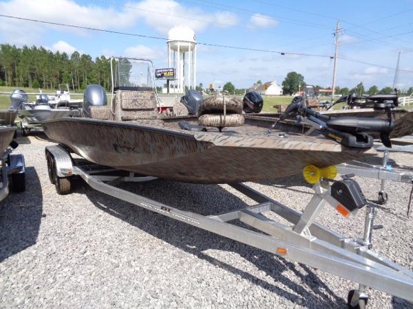 2015 Xpress Boats Hyper-Lift Bay Series H22B