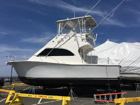 2004 Luhrs Convertible Profile