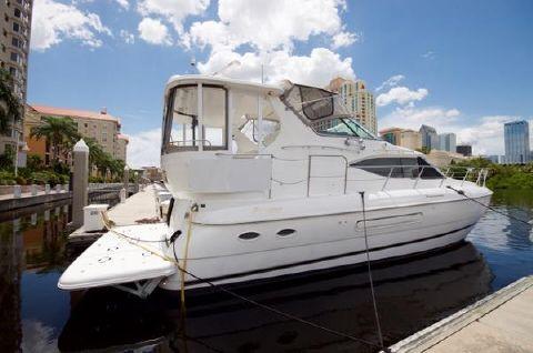 2001 Cruisers 4450 Motor Yacht Profile