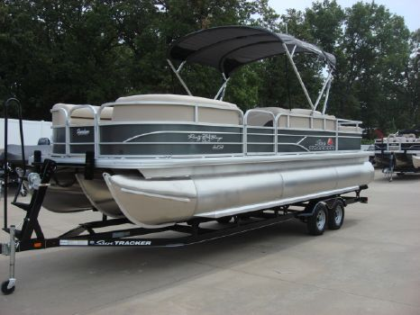 2016 Sun Tracker Party Barge 24 XP3