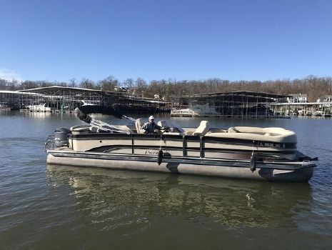 2015 Premier 31 BOUNDRY WATER