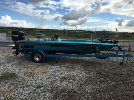 1990 Champion Boats 184 Scv