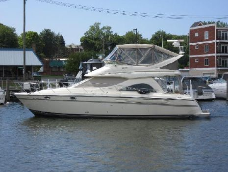 1998 Maxum 4100 SCB ON THE WATER