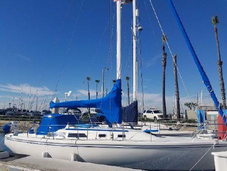 1989 Catalina 36 Profile at Dock