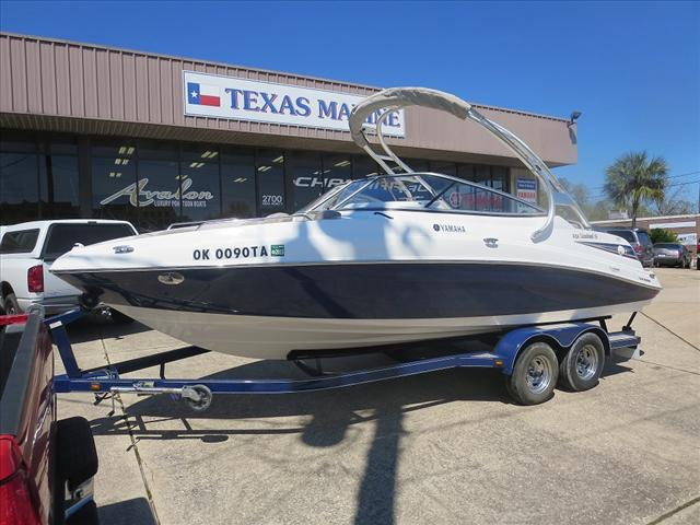 2009 YAMAHA BOATS Wakeboard Series 232 Limited S