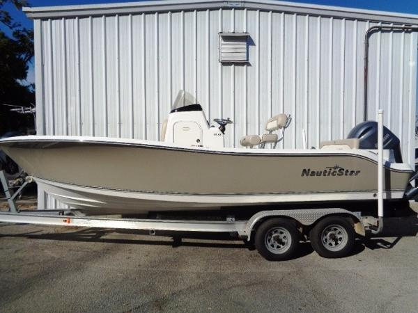 2017 Nautic Star 2200XS Offshore