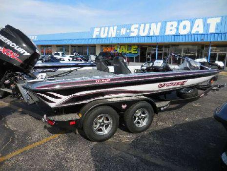 2016 Phoenix Boats 721 ProXP