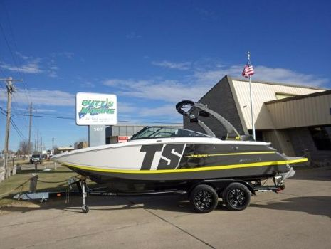 2017 Four Winns TS242