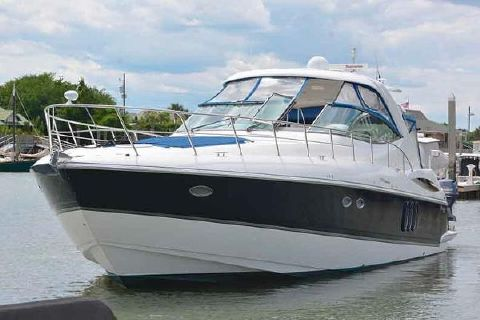 2005 Cruisers 500 Express Bow Profile Shot to Port