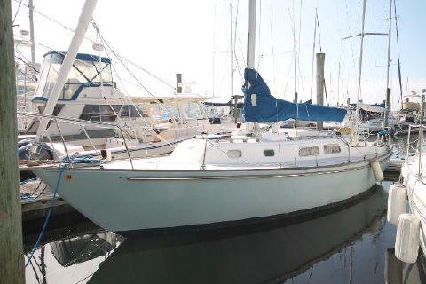 1976 Pearson Yawl Port Bow