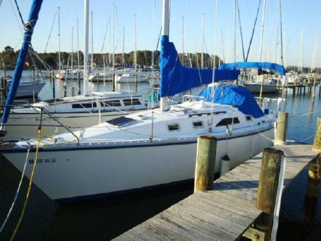 1986 Hunter 31 At Dock