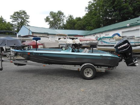 1997 Champion Boats 190 Dc