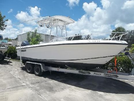 2005 Angler Boats 23 CENTER CONSOLE