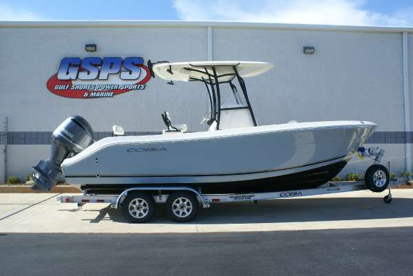 2016 Cobia Boats 237 Center Console