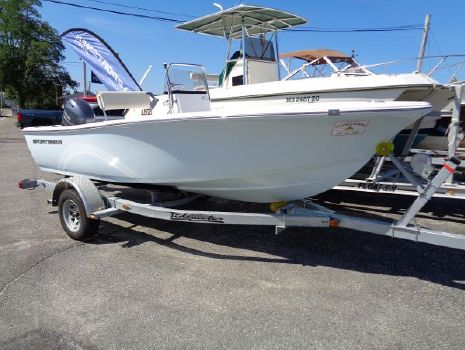 2016 SPORTSMAN Island Reef 17 Center Console