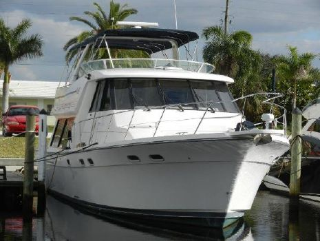 1999 Bayliner 4788 Pilot House Motoryacht At the dock..