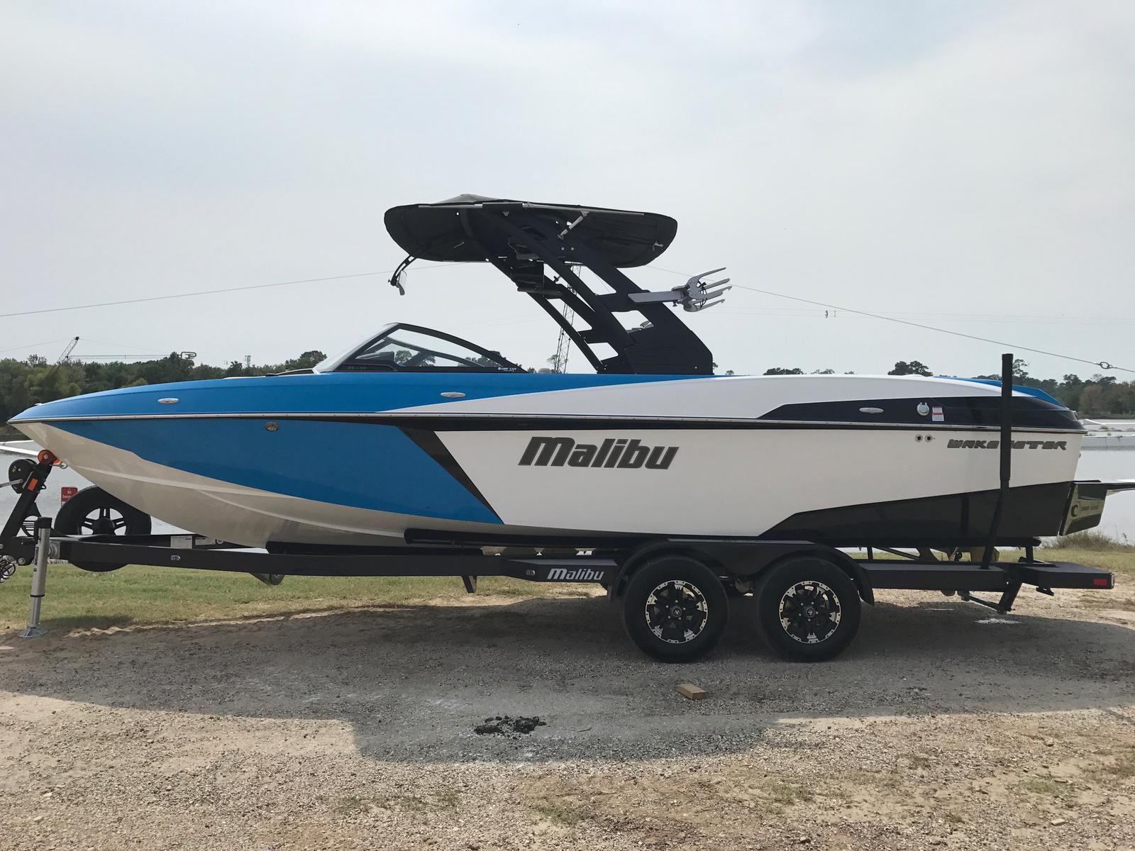 2018 Malibu Boats LLC 25 LSV