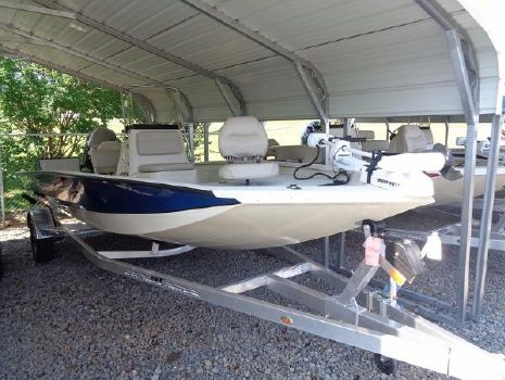2016 Xpress Boats Hyper-Lift Bay Series H20B