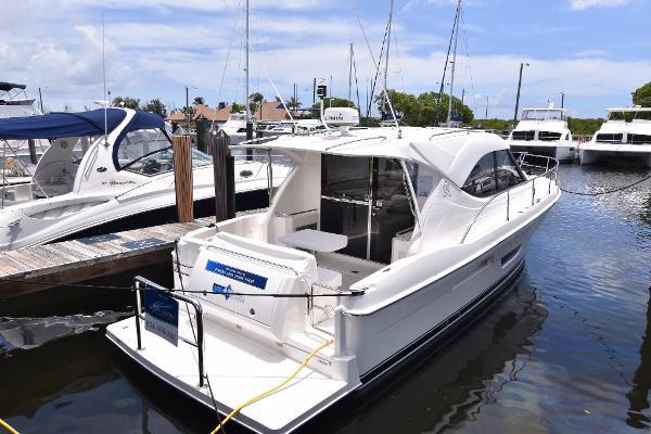 2017 Riviera 3600 Sport Yacht