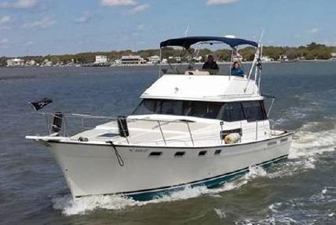 1986 Bayliner 3870 Motoryacht Vespers cruising the waterway